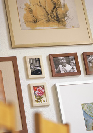 bildaufh ngung und wie man bilder richtig h ngt rahmen shopper s bilderrahmen. Black Bedroom Furniture Sets. Home Design Ideas